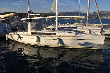 Beneteau Oceanis 41 for sale in France for €120,000 (£109,623)