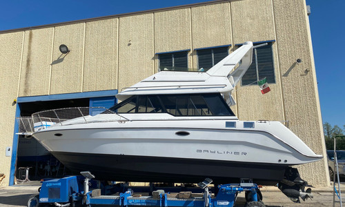 Image of Bayliner Ciera 3058 Command Bridge for sale in Italy for €30,000 (£27,499) Emilia Romagna, , Italy