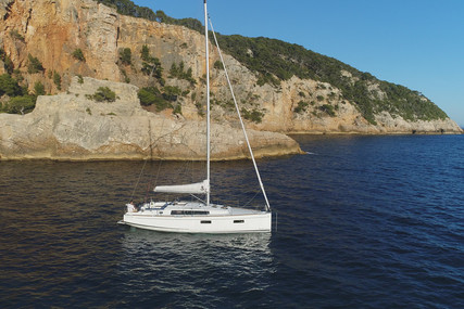 Beneteau Oceanis 38.1 for sale in France for €158,000 (£140,596)