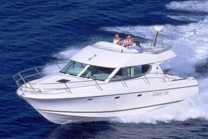 Jeanneau Prestige 32 for sale in France for €71,000 (£64,797)