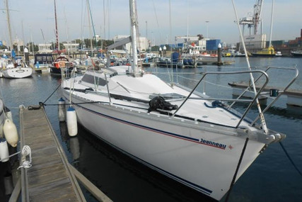 Jeanneau Selection 37 for sale in Portugal for €22,500 (£20,534)