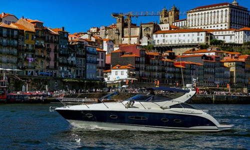 Image of Azimut Yachts ATLANTIS 39 for sale in Portugal for €135,000 (£123,206) North of , Portugal