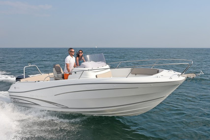 Jeanneau Cap Camarat 7.5 Cc for sale in France for €63,400 (£56,344)