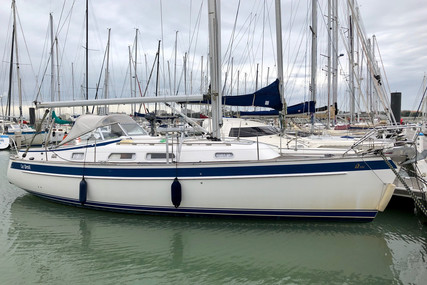 Hallberg-Rassy 342 for sale in France for €158,000 (£136,377)