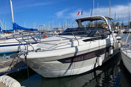 Jeanneau Leader 30 for sale in France for €149,500 (£136,531)