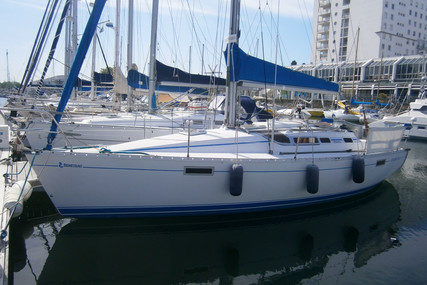 Beneteau Oceanis 320 for sale in France for €33,000 (£30,137)