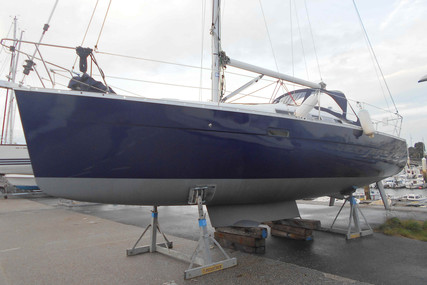 Beneteau Oceanis 323 Clipper Lifting Keel for sale in France for €49,000 (£43,370)
