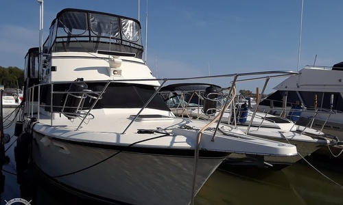 Image of Hatteras 40 Dual Cabin Motor Yacht for sale in United States of America for $111,000 (£79,713) Port Clinton, Ohio, United States of America