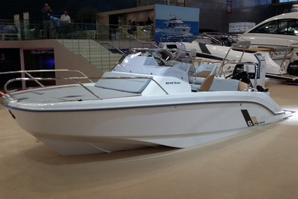 Beneteau Flyer 6 Sundeck for sale in Italy for €36,390 (£31,471)