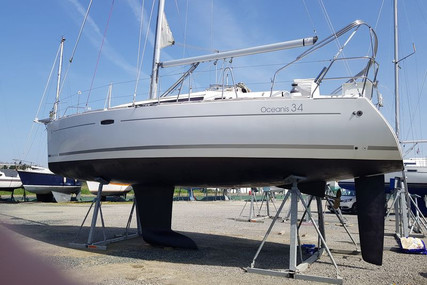 Beneteau Oceanis 34 for sale in France for €79,000 (£72,147)