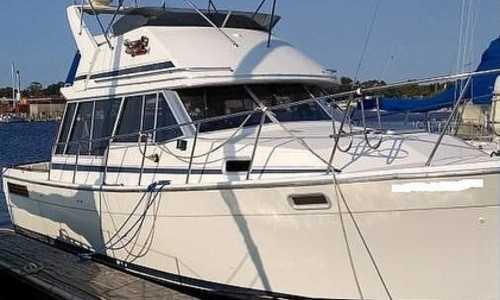 Image of Bayliner 3270 Motor Yacht for sale in United States of America for $24,900 (£18,007) Manistee, Michigan, United States of America