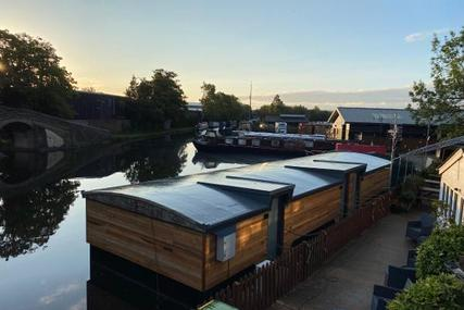 Barge Houseboat Accommodation for sale in United Kingdom for £129,000