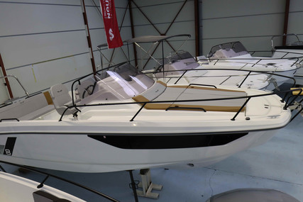 Beneteau Flyer 8 Sundeck for sale in France for €82,000 (£70,823)
