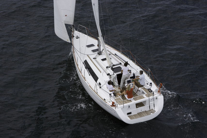 Beneteau Oceanis 34 for charter in Charente from €1,185 / week