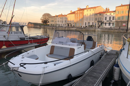 Beneteau Flyer 7 Spacedeck for sale in France for €43,500 (£39,359)