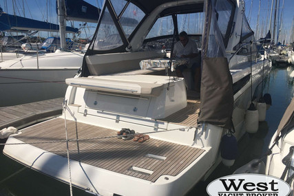 Jeanneau Leader 30 for sale in France for €138,000 (£119,190)