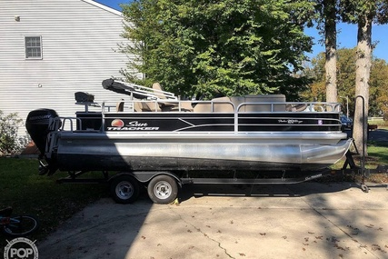 Sun Tracker 20 DLX Party Barge for sale in United States of America for $27,250 (£19,886)