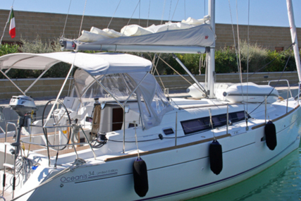 Beneteau Oceanis 34 for charter in Italy from €1,200 / week