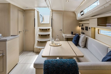 Beneteau Oceanis 40.1 for charter in Italy (Tuscany) from €2,960 / week