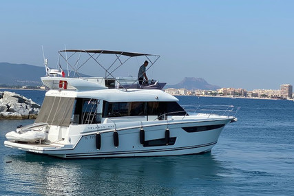 Jeanneau Velasco 43F for sale in France for €279,000 (£241,195)