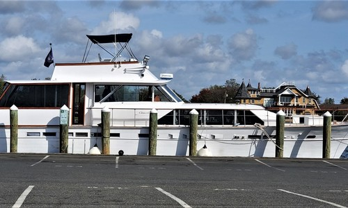 Image of Chris-Craft Constellation for sale in United States of America for $99,000 (£71,383) Bay Shore, New York, United States of America