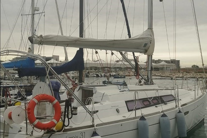 Beneteau Oceanis 31 for sale in Italy for €50,000 (£43,196)