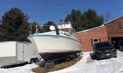 Image of Hatteras 31 Flybridge Cruiser for sale in United States of America for $12,000 (£8,740) Richmond, Maine, United States of America