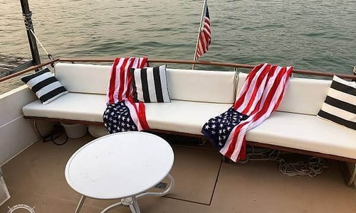 Image of Chris-Craft Commander 332 for sale in United States of America for $16,000 (£11,566) Saint Bonifacius, Minnesota, United States of America