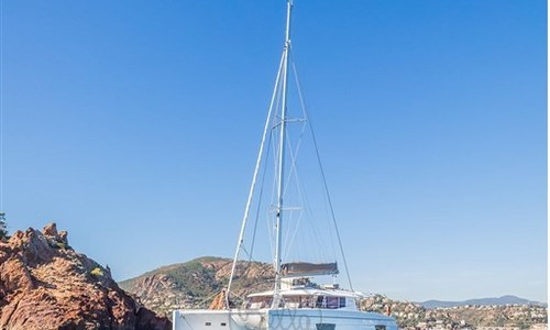Image of Fountaine Pajot Helia 44 for sale in France for €387,000 (£331,486) Côte d'Azur, France