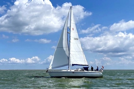 Catalina 36 de Luxe for sale in Netherlands for €49,000 (£42,203)