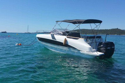Beneteau Flyer 8.8 Sundeck for sale in France for €105,000 (£91,128)