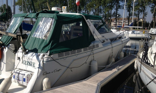 Image of Chris-Craft 360 EXPRESS CRUISER for sale in France for €65,000 (£55,576) OUISTREHAM, , France