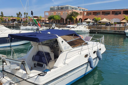 Azimut Yachts 29 for sale in Italy for €28,000 (£24,252)