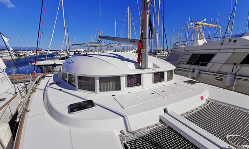 Image of Lagoon 380 for sale in France for €290,000 (£248,918) France
