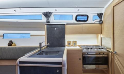 Image of Jeanneau Sun Odyssey 349 for sale in France for €117,240 (£100,933) HYERES, HYERES, , France