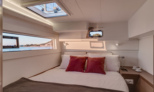 Image of Lagoon 40 for sale in France for €429,000 (£373,183) Hyères, , France