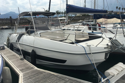 Beneteau Flyer 8.8 SpaceDeck for sale in France for €95,000 (£82,449)