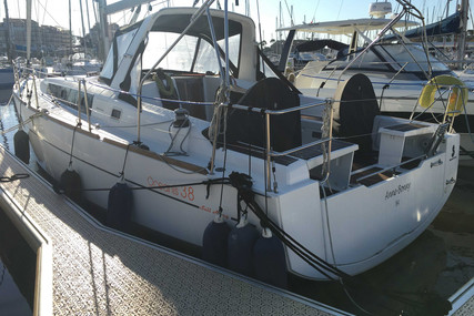 Beneteau Oceanis 38 for sale in France for €155,000 (£133,508)