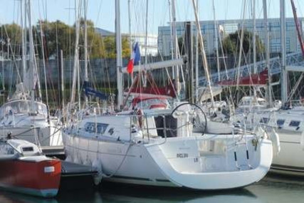 Beneteau Oceanis 34 for sale in France for €55,000 (£47,424)