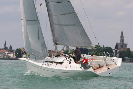 Italia Yachts 9.98 CLUB for sale in Switzerland for €215,000 (£186,595)