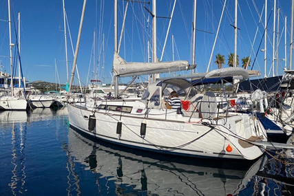 Beneteau Oceanis 37 for sale in France for €88,000 (£76,241)