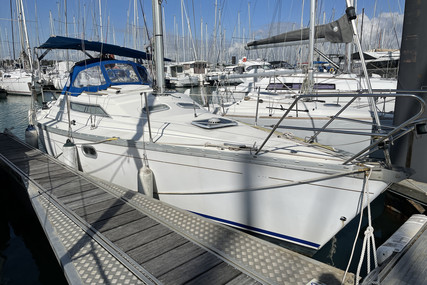 Jeanneau Sun Odyssey 30 for sale in France for €24,500 (£21,124)