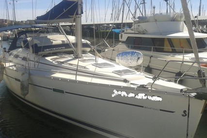 Beneteau Oceanis 393 for sale in Spain for €85,000 (£73,176)