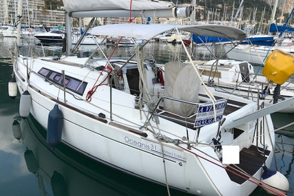 Beneteau Oceanis 31 for sale in France for €61,000 (£52,542)