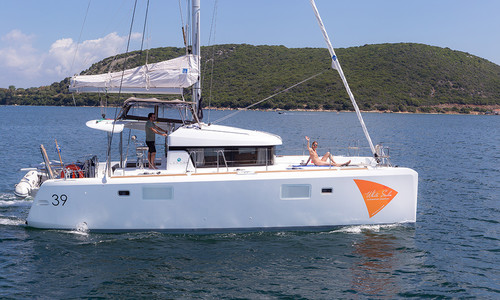 Image of Lagoon 39 for sale in Greece for €255,000 (£219,532) Greece