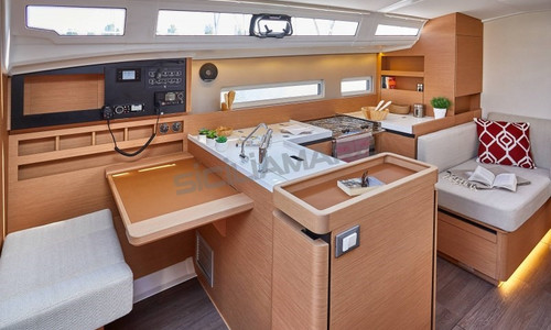 Image of Jeanneau Sun Odyssey 410 for sale in Italy for €178,800 (£153,262) Italy