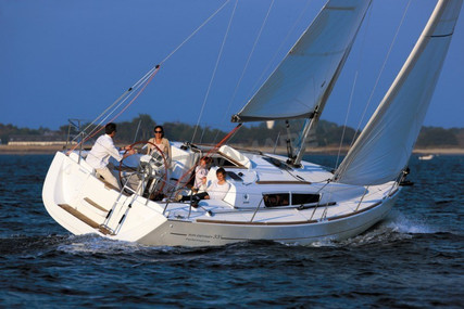 Jeanneau Sun Odyssey 33i for sale in Italy for €78,000 (£67,578)