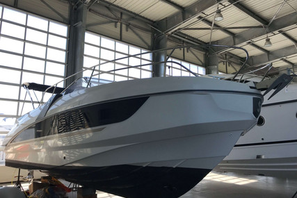 Beneteau Flyer 8.8 Sundeck for sale in France for €83,000 (£72,188)