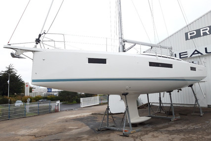 Jeanneau Sun Odyssey 410 for sale in France for €275,000 (£236,622)