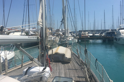 Hallberg-Rassy 42 for sale in Italy for €99,000 (£84,265)